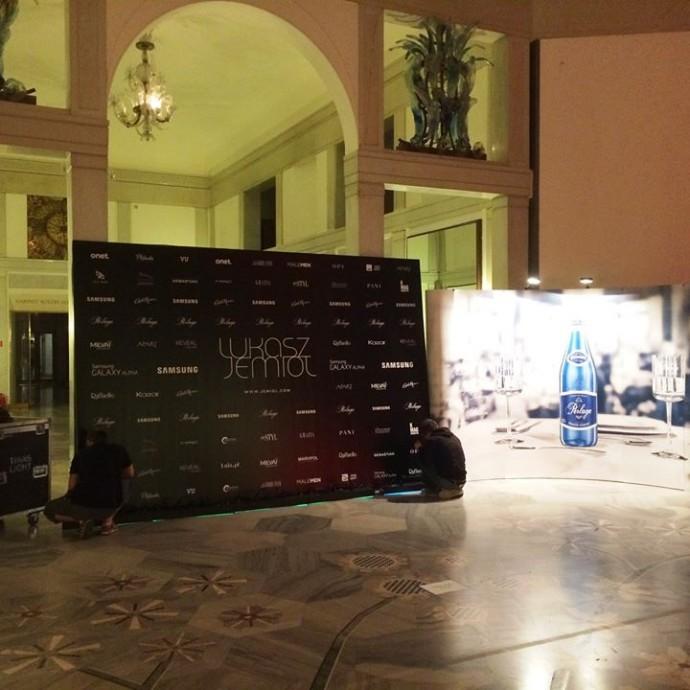 Wydruk i produkcja ścianki na pokaz Łukasza Jemioły w budynku Teatru Wielkiego Opery Narodowej