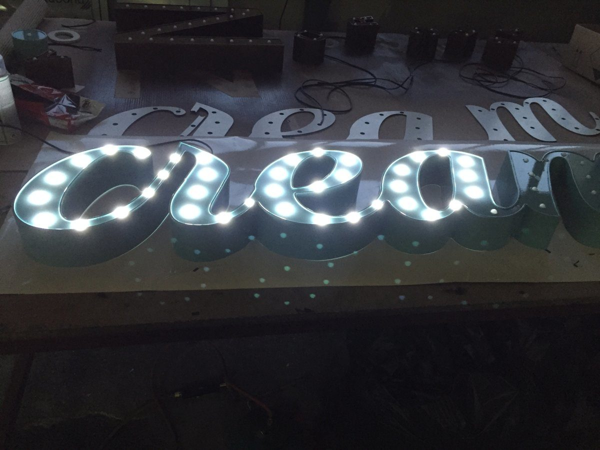 tworzenie liter 3d z napisem Cleam