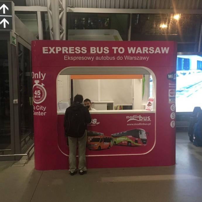 Pełne oznakowanie kiosku (wyklejanie folią całej bryły kiosku na Lotnisku Warszawa - Modlin)