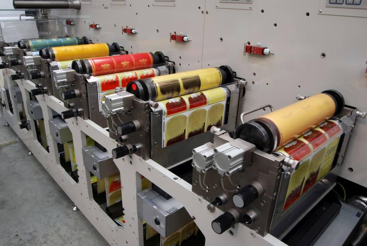 maszyny w drukarni wielkoformatowej